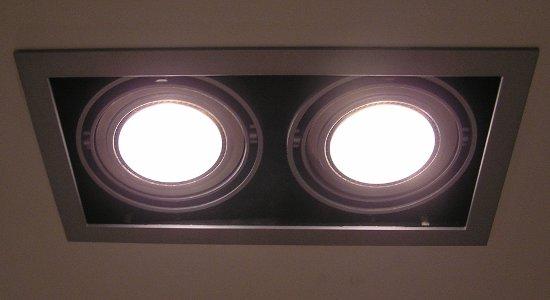 Las luminarias conocidas por dicroicas o halógenos se pueden sustituir por una tecnología LED con importantes ahorros superiores al 80%